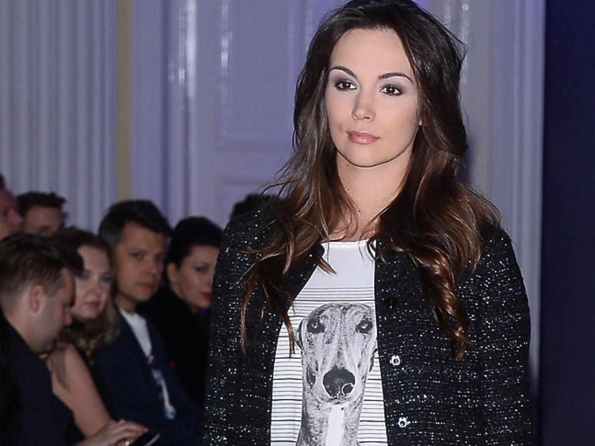 Paulina Krupińska w świecących spodniach