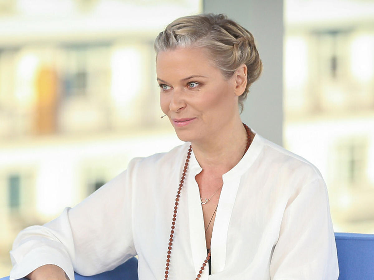 Paulina Młynarska w białej bluzce