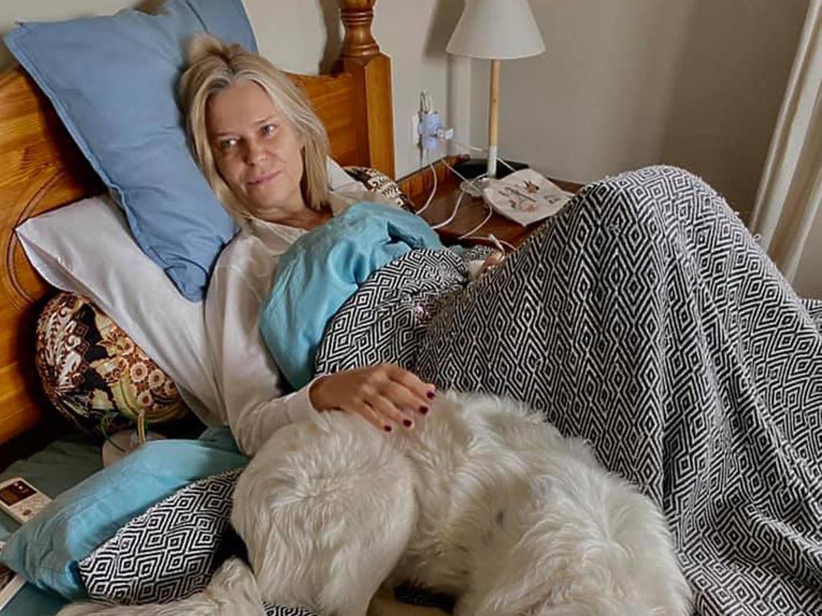 Paulina Młynarska w łóżku z psem