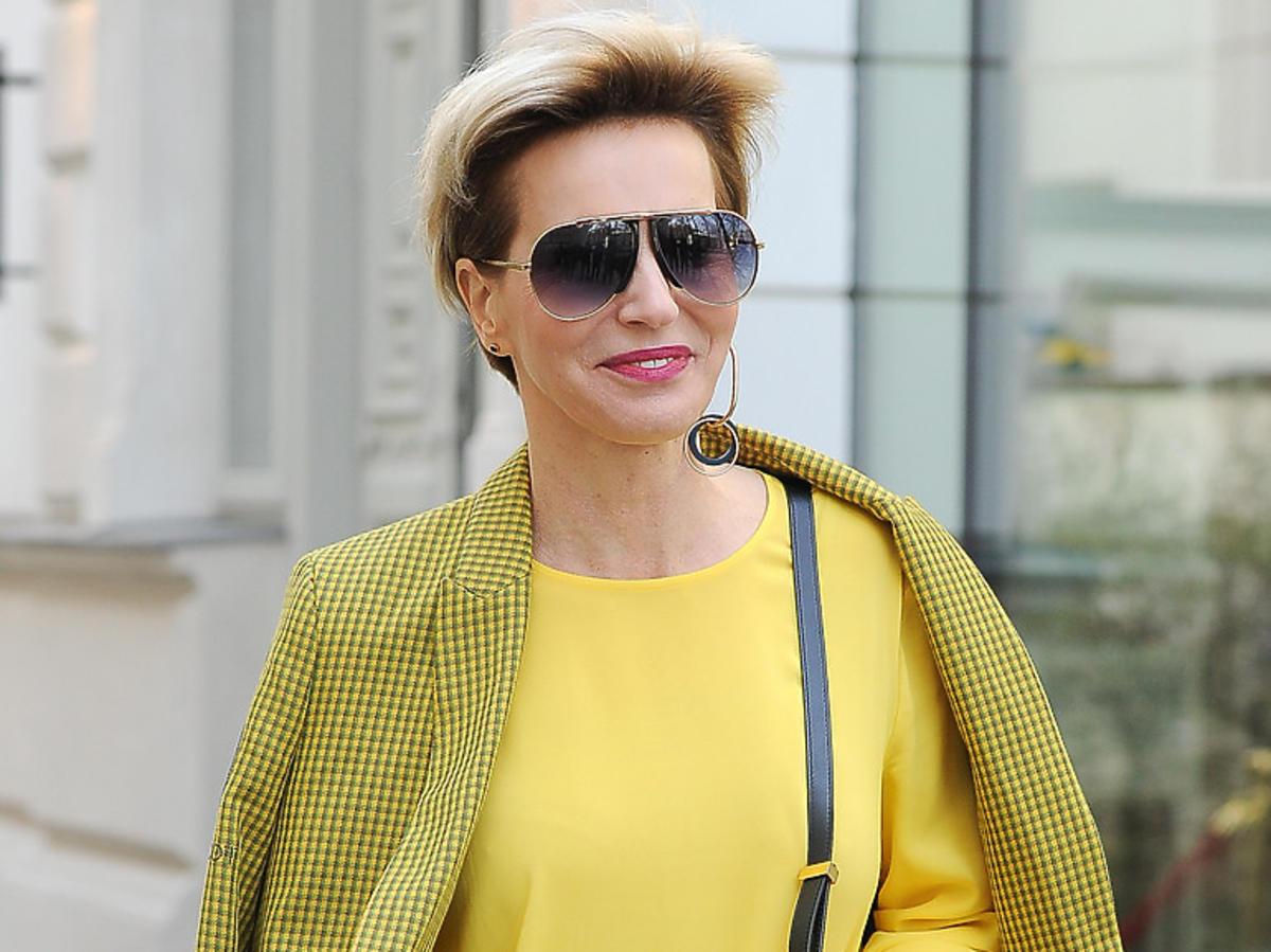 Paulina Smaszcz Kurzajewska w żółtej sukience
