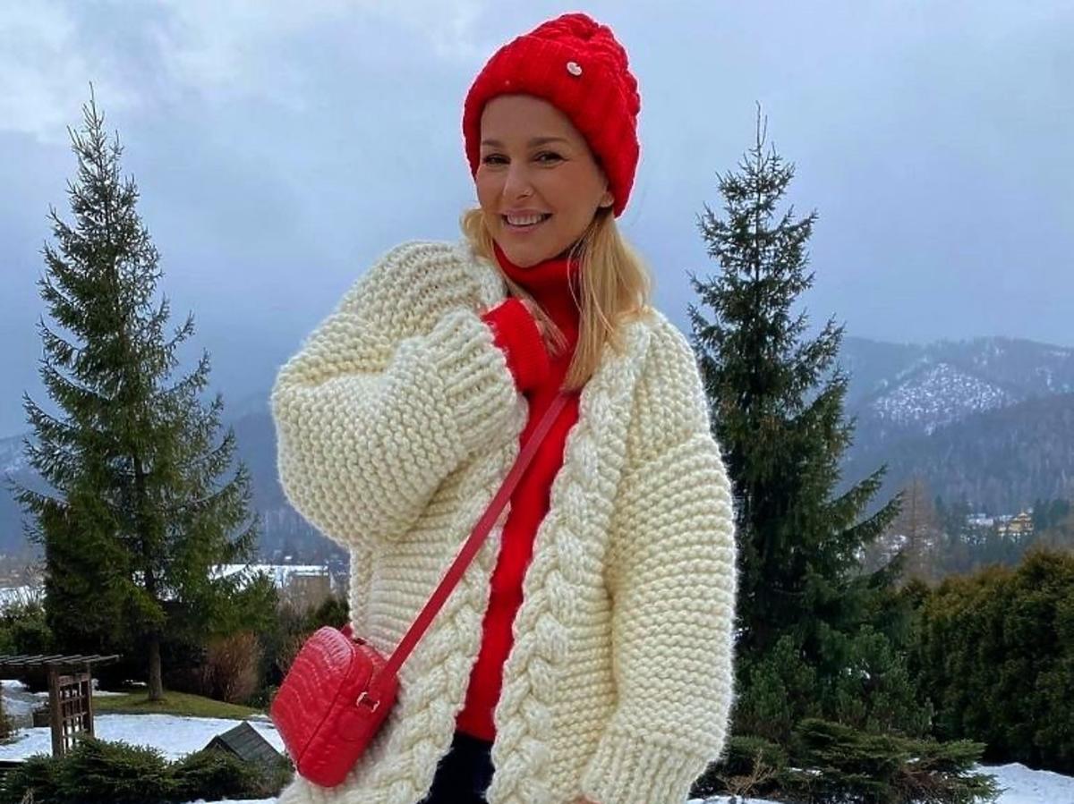 Paulina Sykut - Jeżyna w białym płaszczu i czerwonej czapce