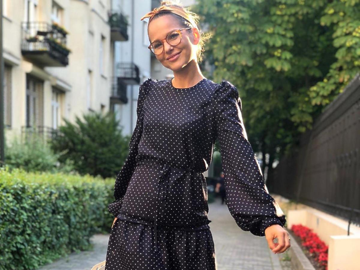 Paulina Sykut-Jeżyna w sukience w groszki