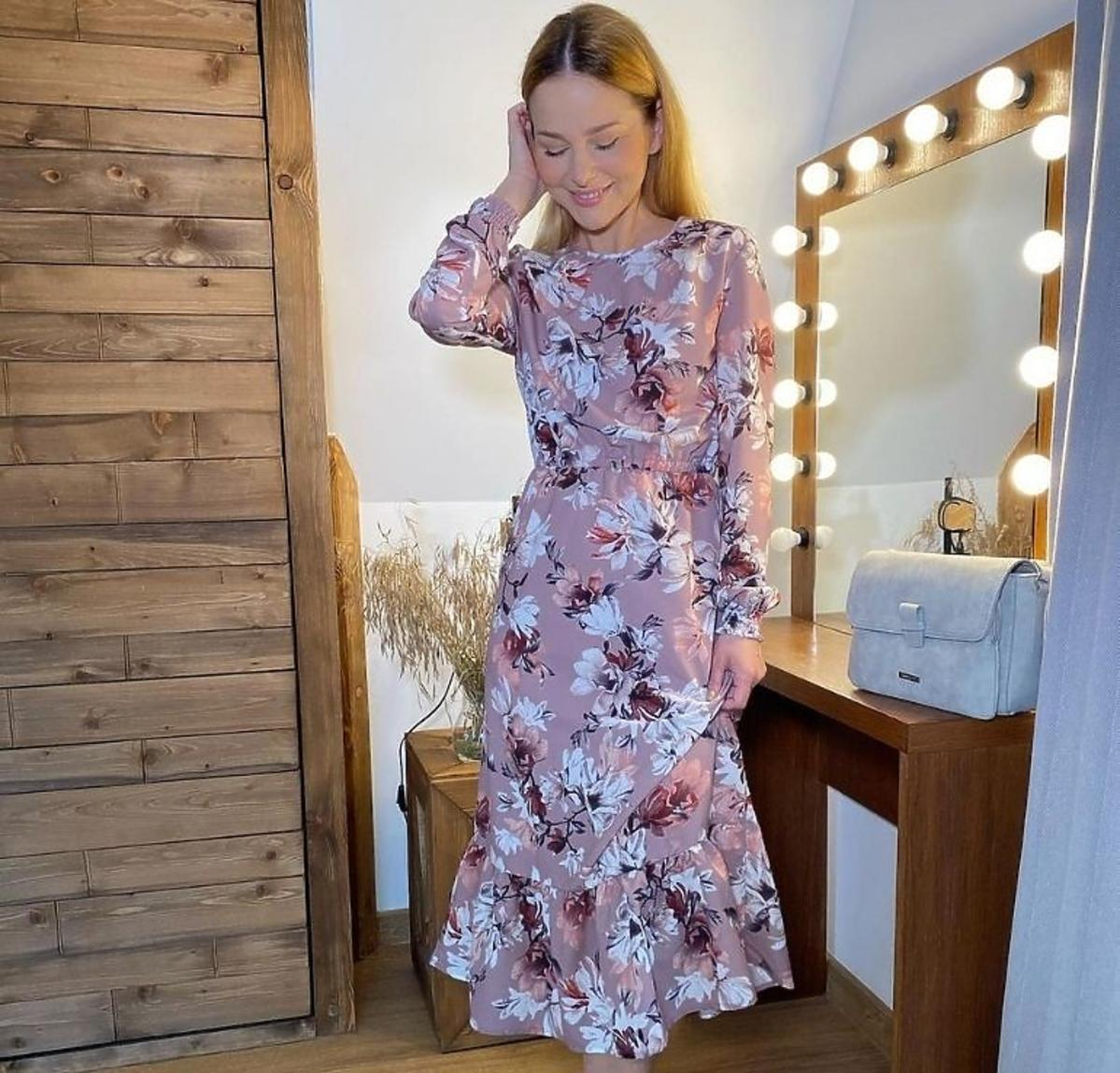 Paulina Sykut-Jeżyna w sukience w kwiaty