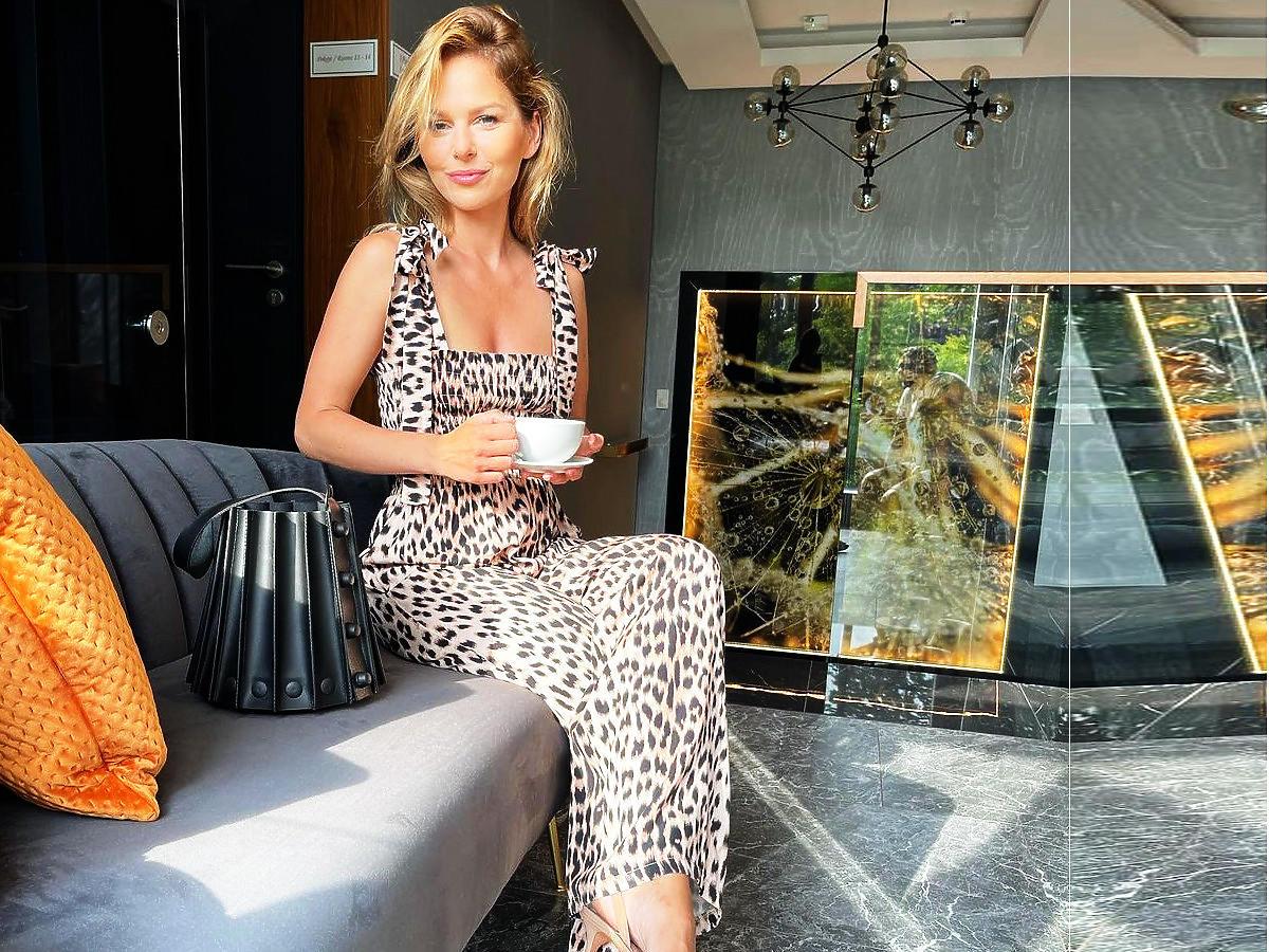 Paulina SYkut-Jeżyna w sukience w panterkę