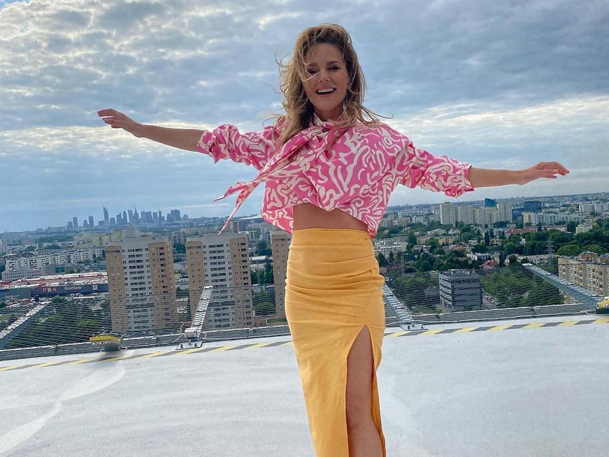 Paulina Sykut-Jeżyna w wysmuklającej spódnicy