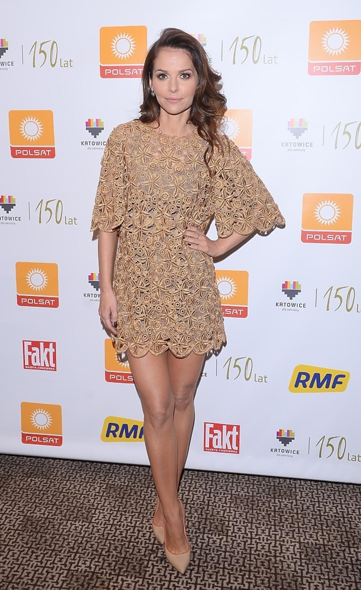 Paulina Sykut w beżowej sukience