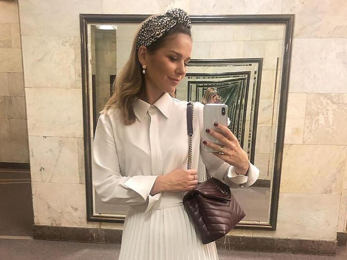 Paulina Sykut w białej stylizacji