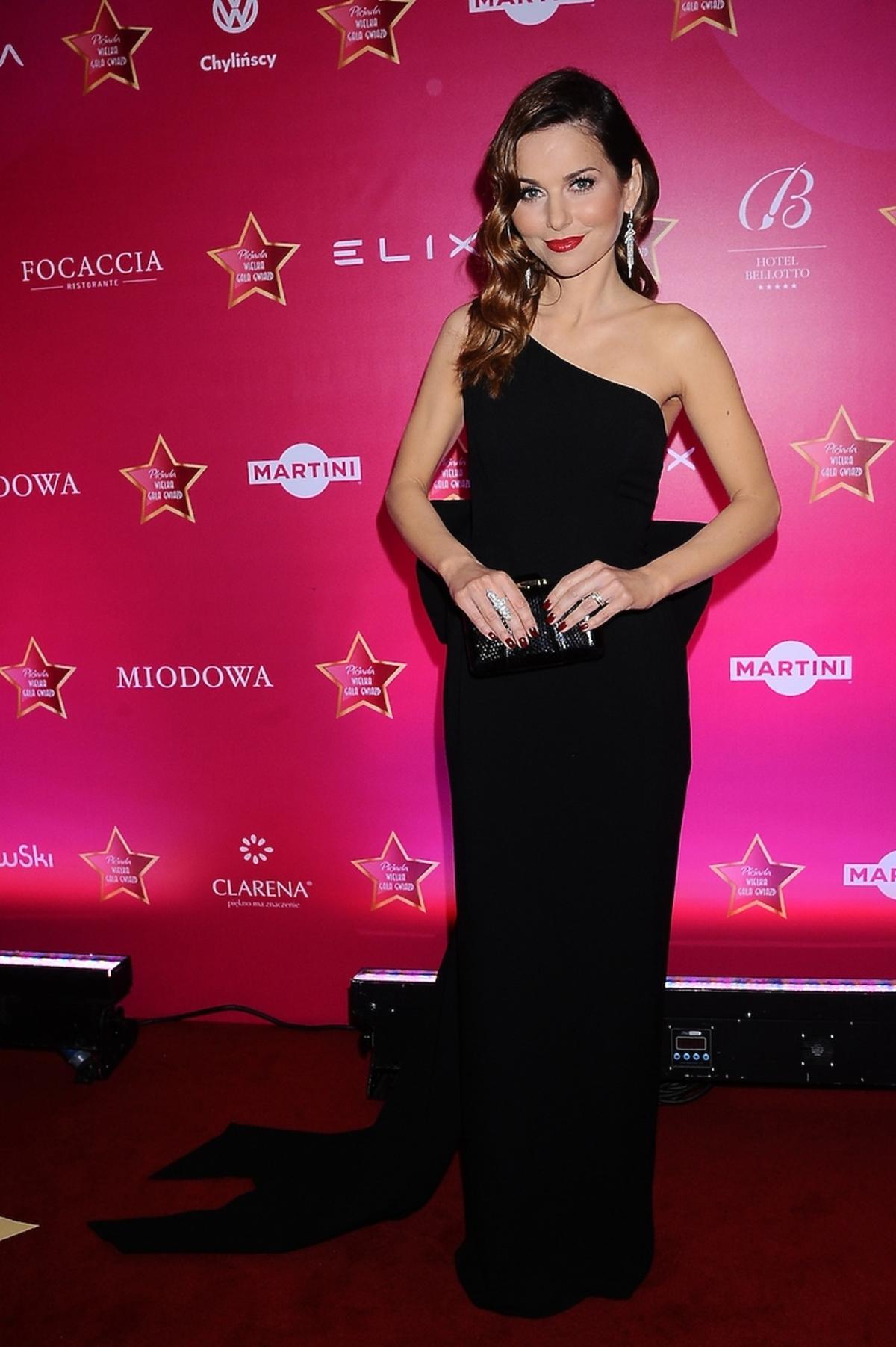 Paulina Sykut w czarnej asymetrycznej sukni