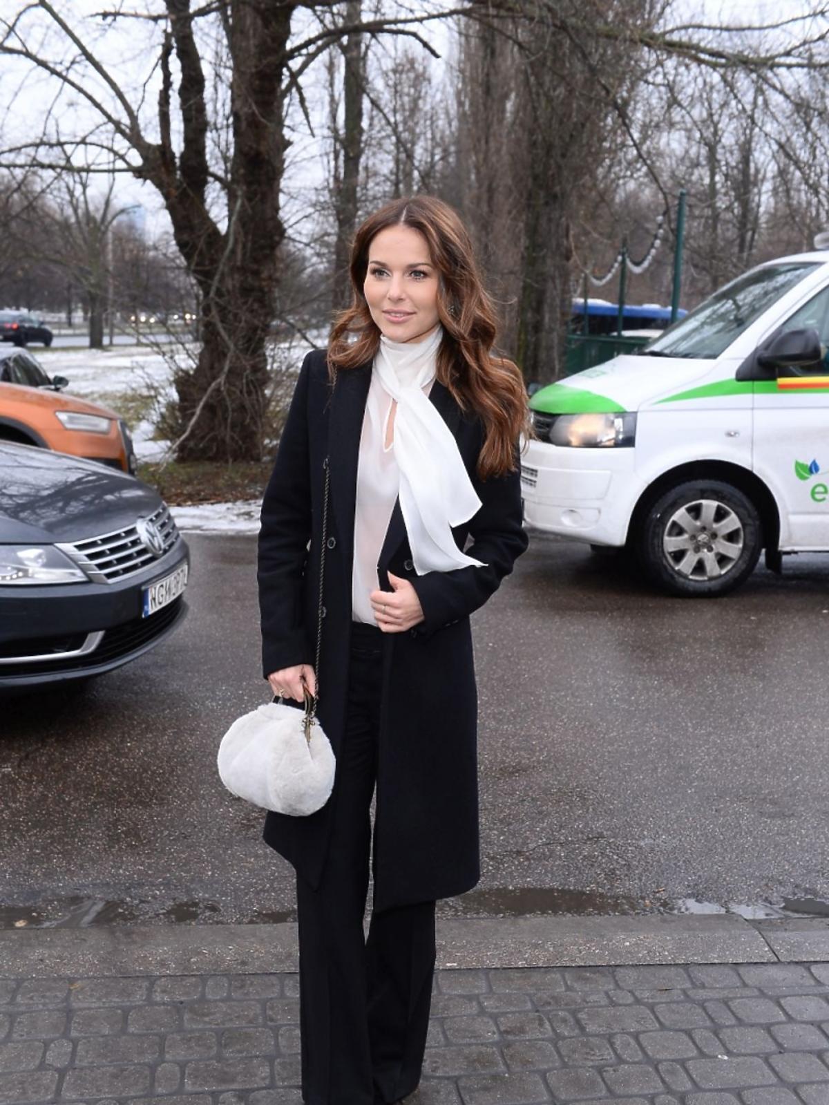 Paulina Sykut w czarnej bluzce