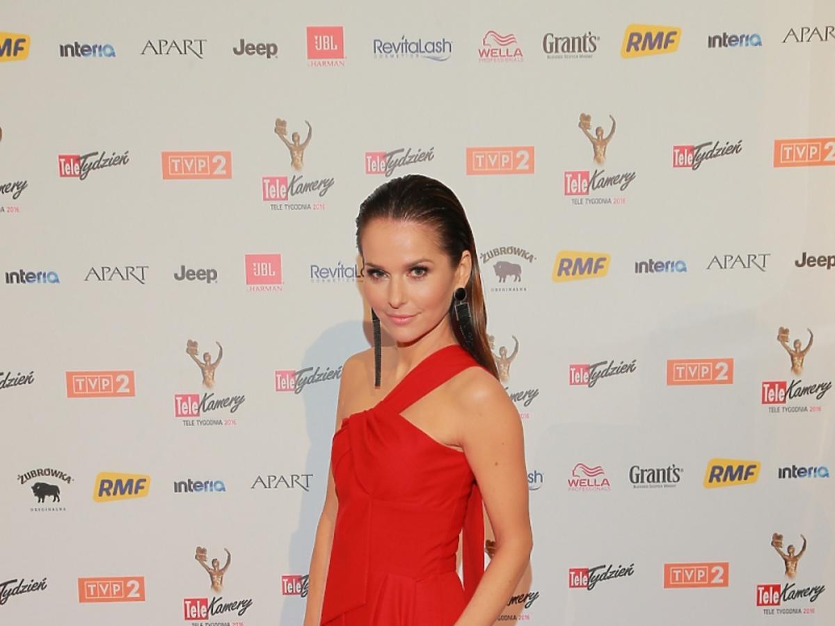 Paulina Sykut w czerwonej długiej sukience