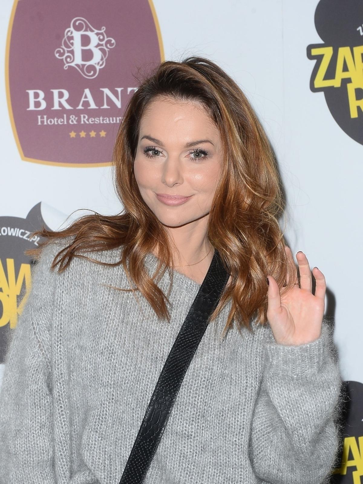 Paulina Sykut w moherowym sweterku