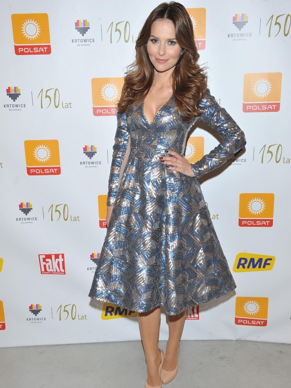 Paulina Sykut w rozkloszowanej sukience