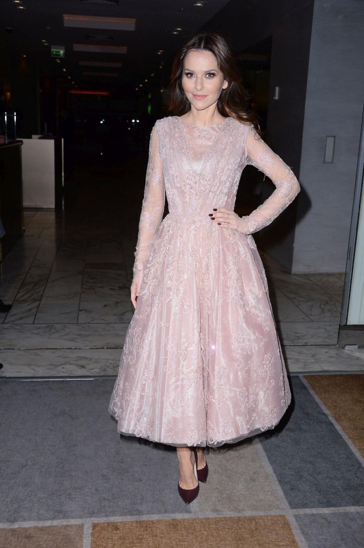 Paulina Sykut w różowej sukience