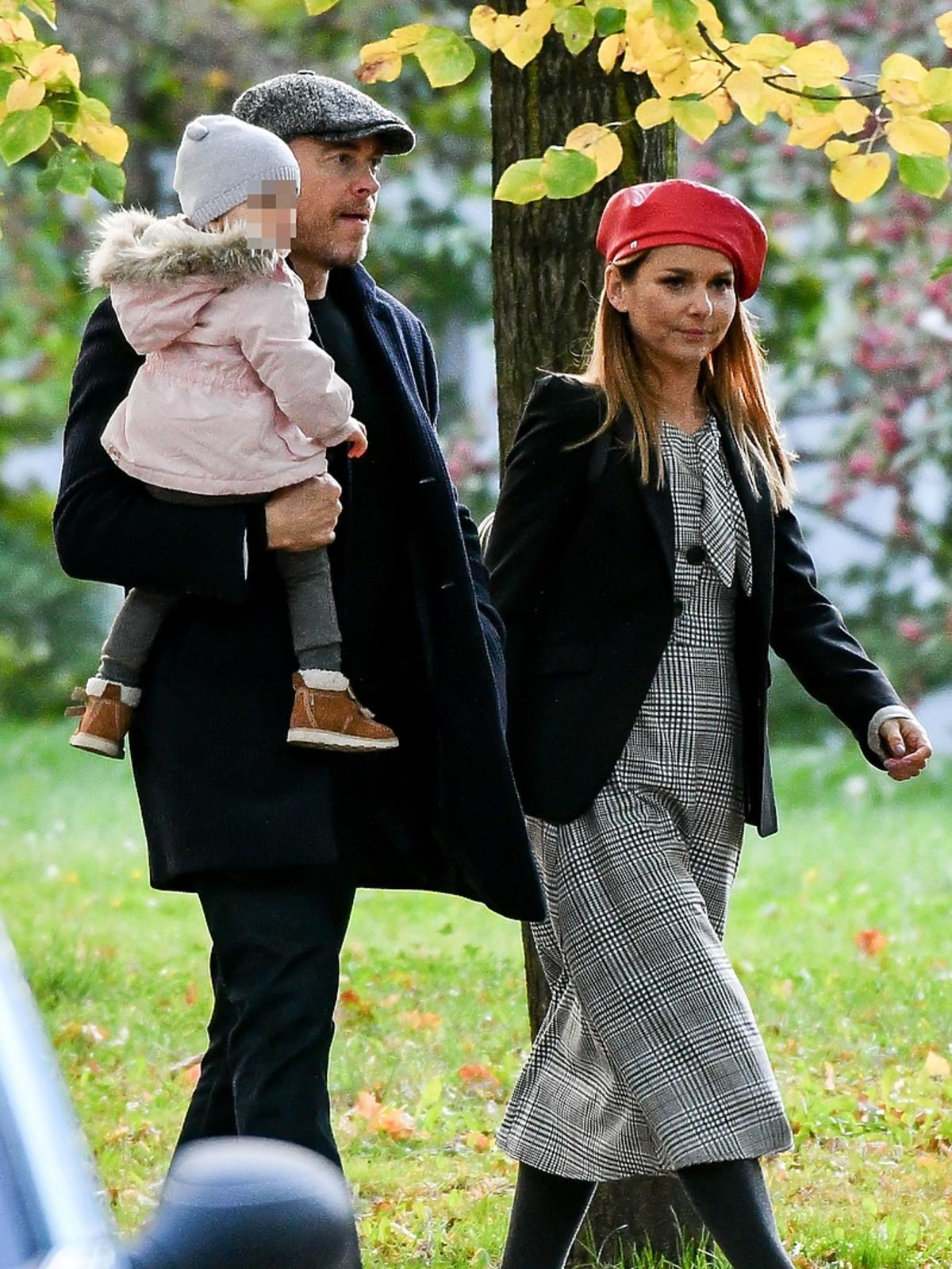 Paulina Sykut z rodziną na spacerze