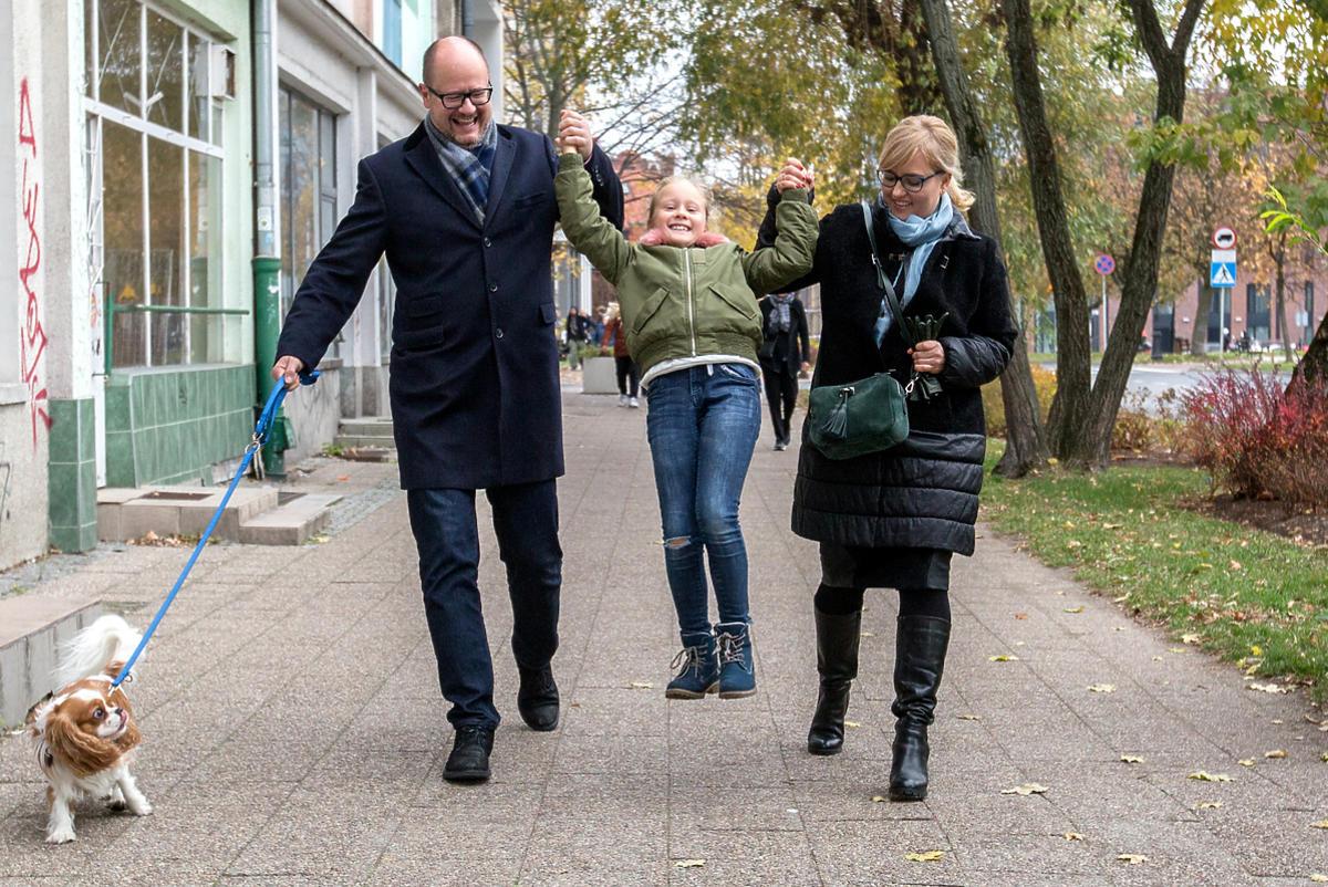 Paweł Adamowicz z żoną i córką