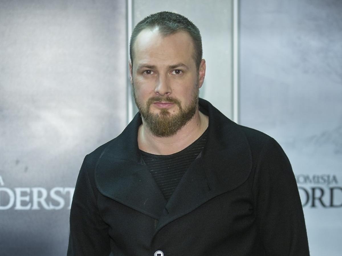 Paweł Małaszyński w czarnej marynarce