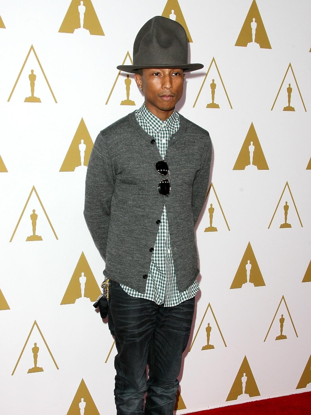 Pharrell Williams podczas konferencji prasowej nominacji do Oscarów 2014