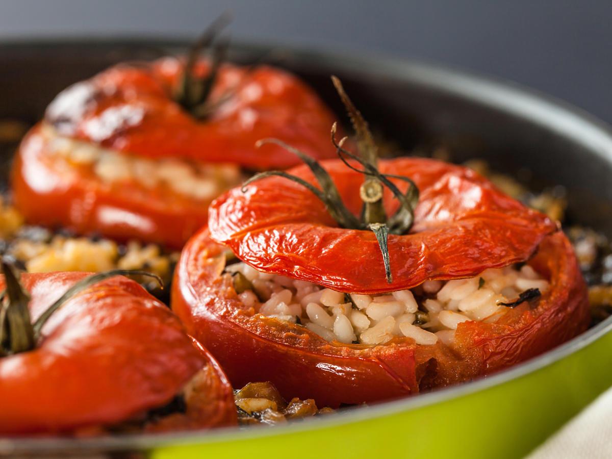 Pieczone pomidory z ryżem.