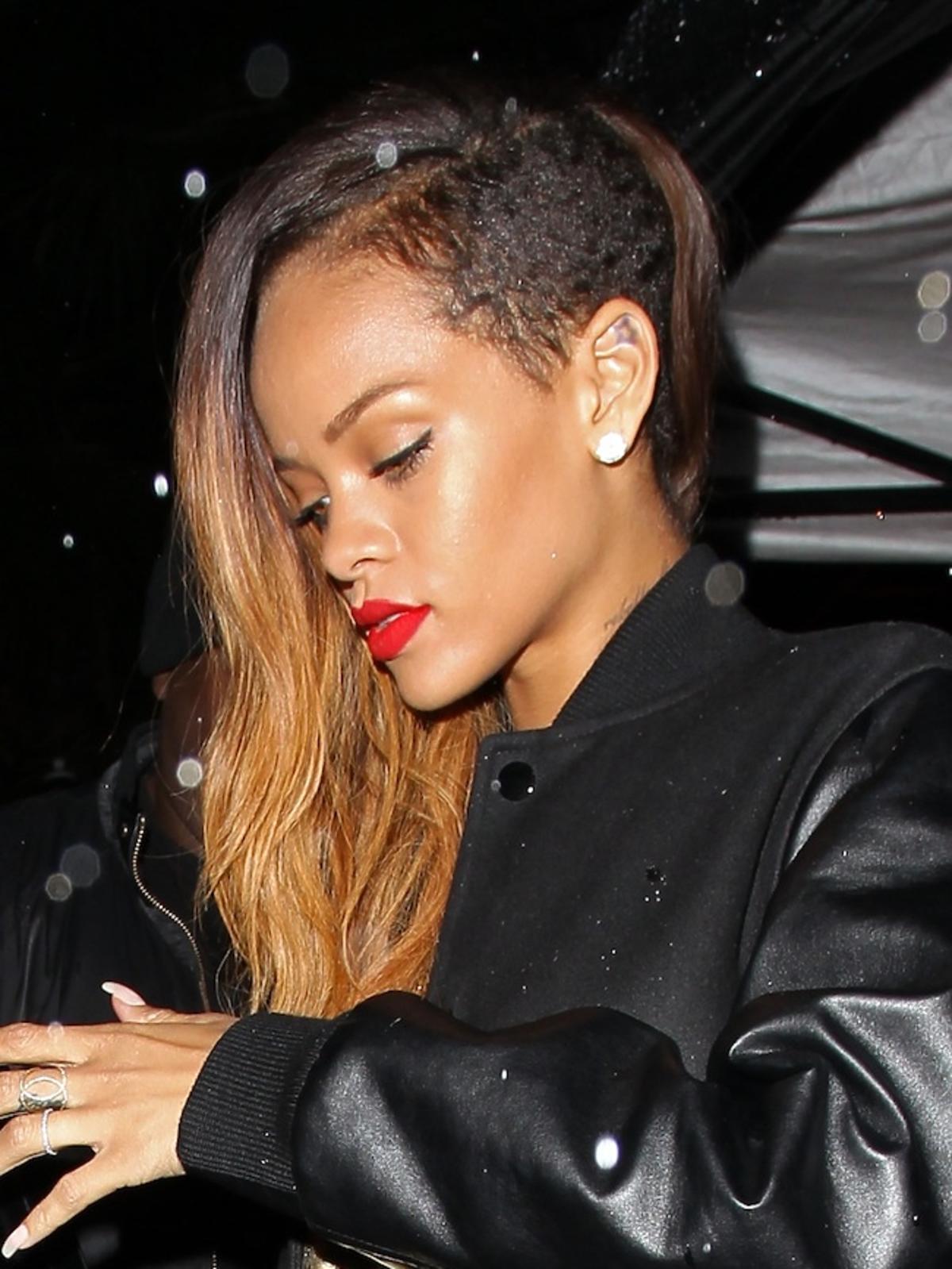Pijana Rihanna wraca z Klub Go Go