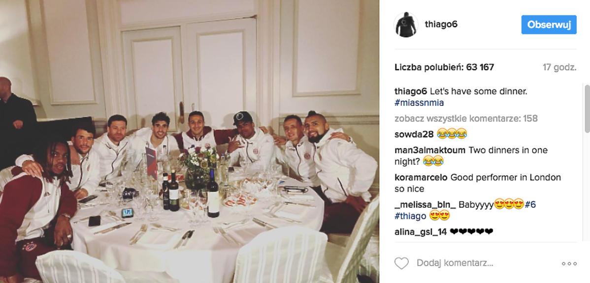 Piłkarzy przy stole