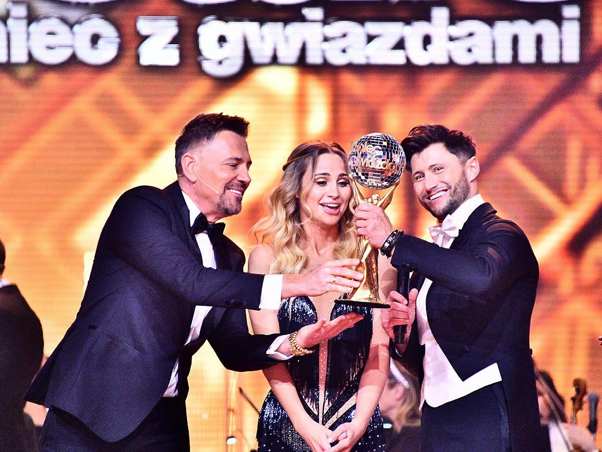 """Piotr Mróz i Hanna Żudziewicz - zwycięzcy """"Tańca z gwiazdami"""" odbierają kryształową kulę"""