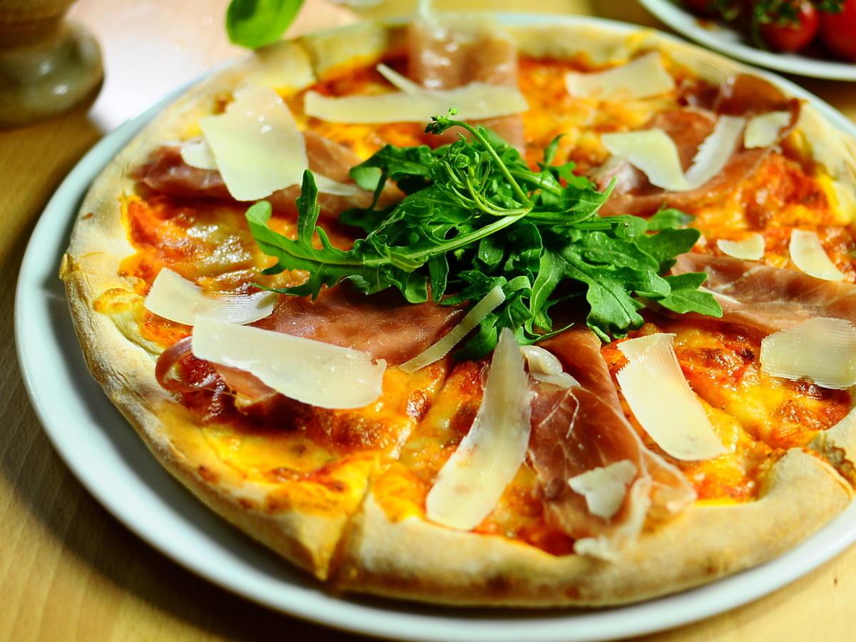 Pizza z prosciutto
