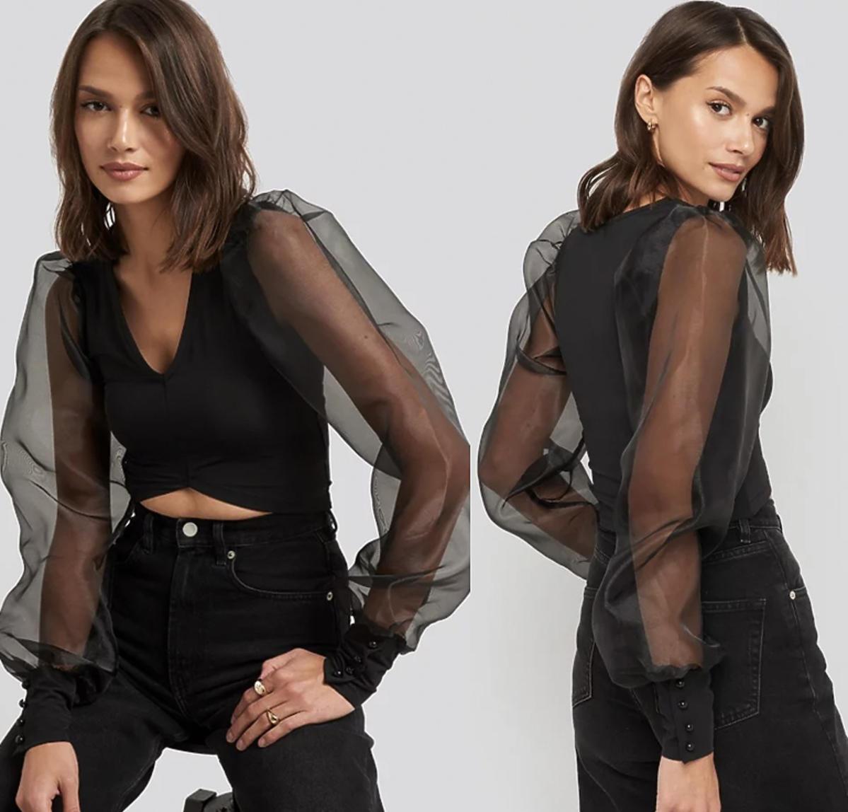 Podobną bluzkę, ale w czarnym kolorze kupicie na stronie NA-KD.
