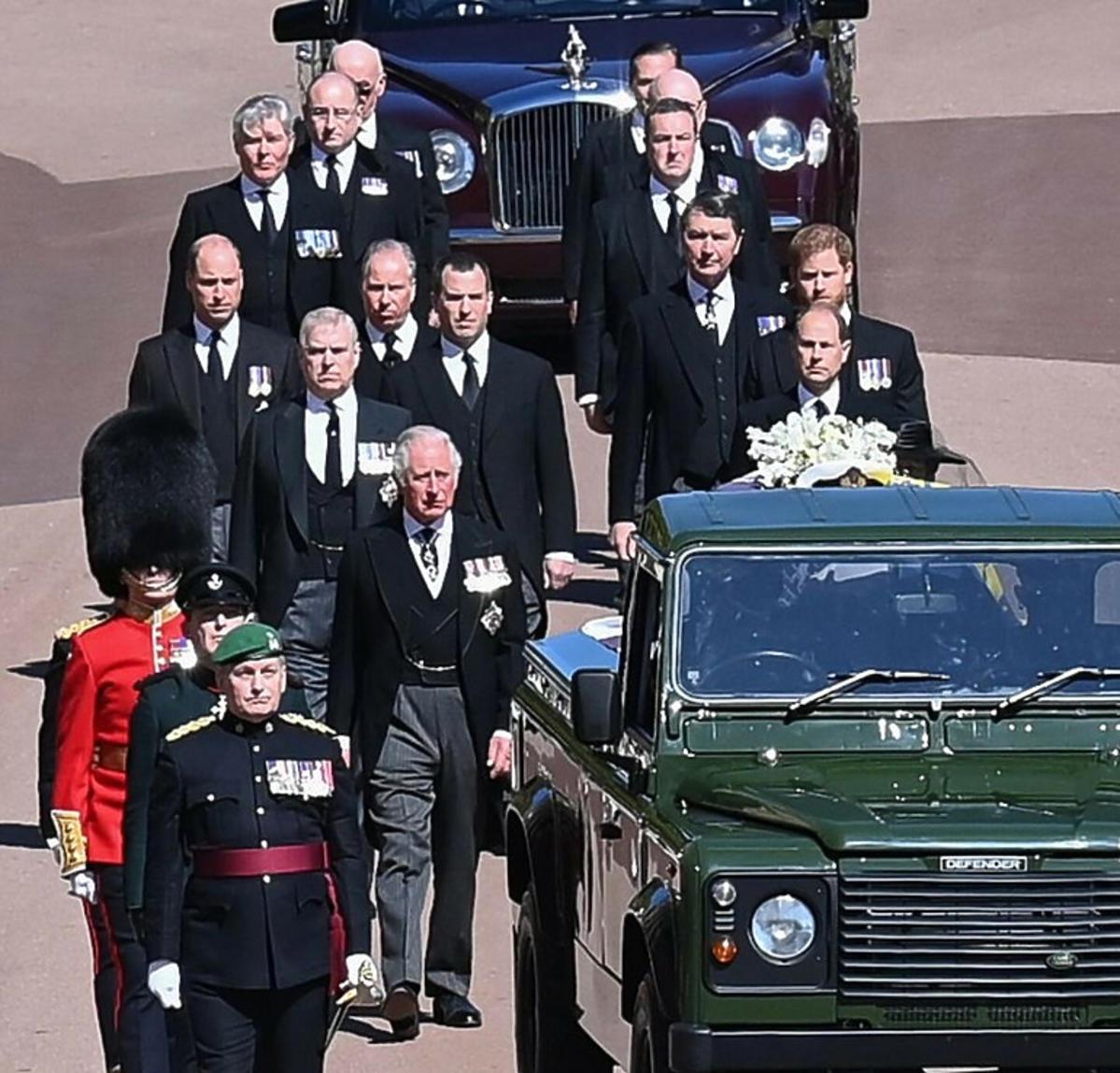 Pogrzeb księcia Filipa, dzieci i wnuki w orszaku za trumną