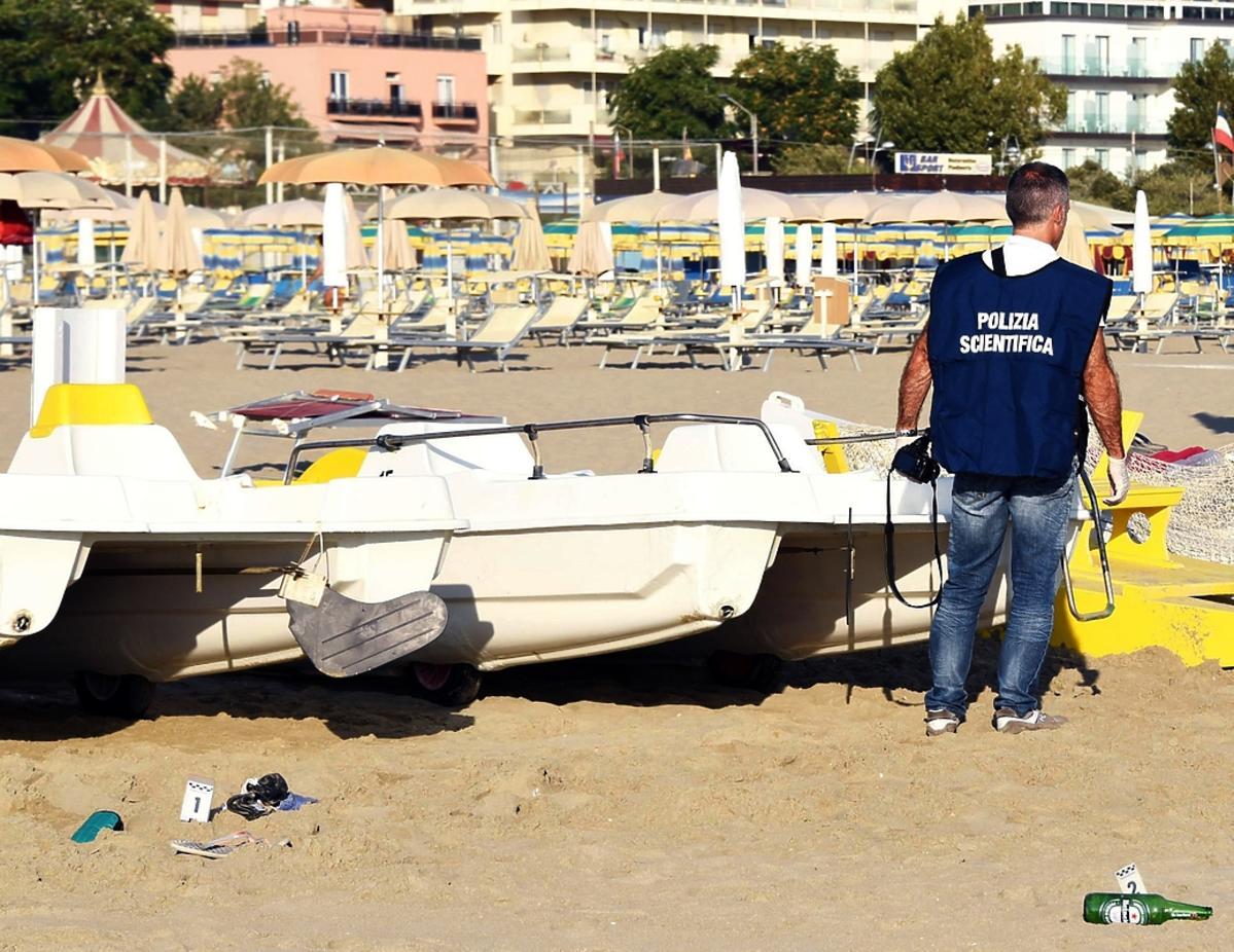 Policjant na plaży w Rimini