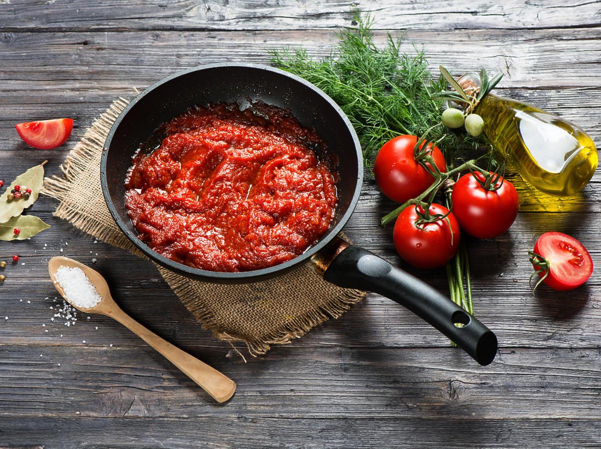 pomidory i sos pomidorowy