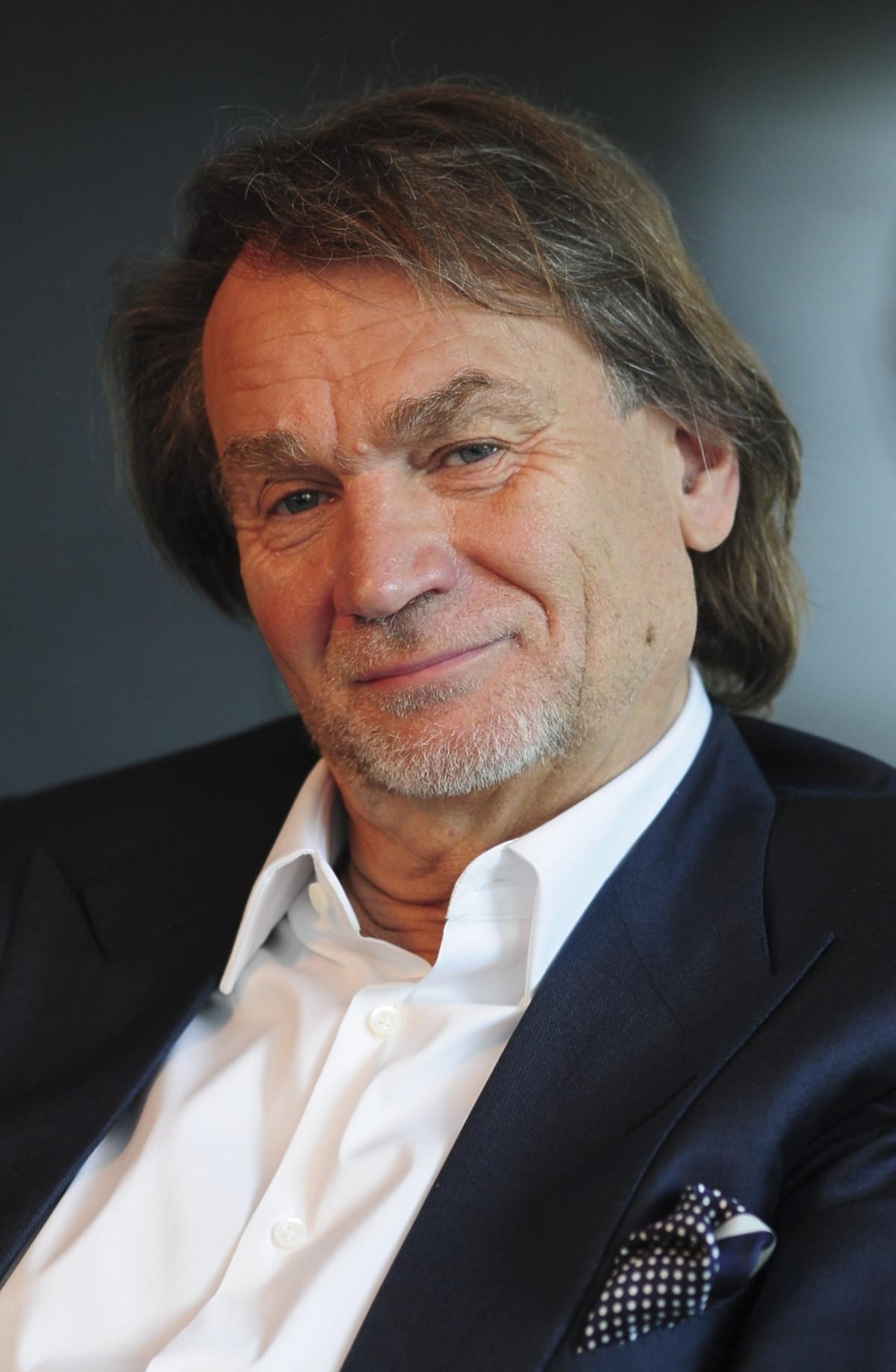 Portret usmiechniętego Jana Kulczyka
