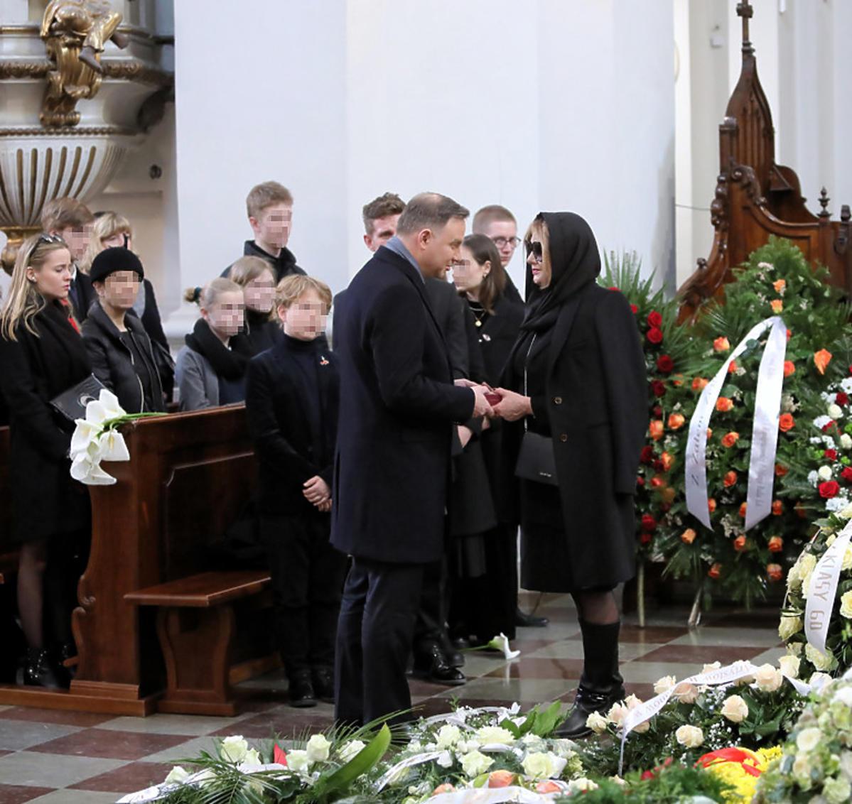 Prezydent Andrzej Duda i rodzina na pogrzebie Pawła Królikowskiego