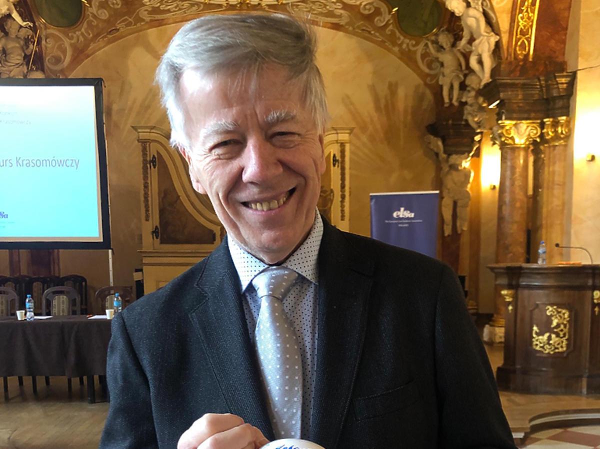 Prof. Jan Miodek i jej wielkanocna pisanka na aukcję dla katowickiego Hospicjum Cordis