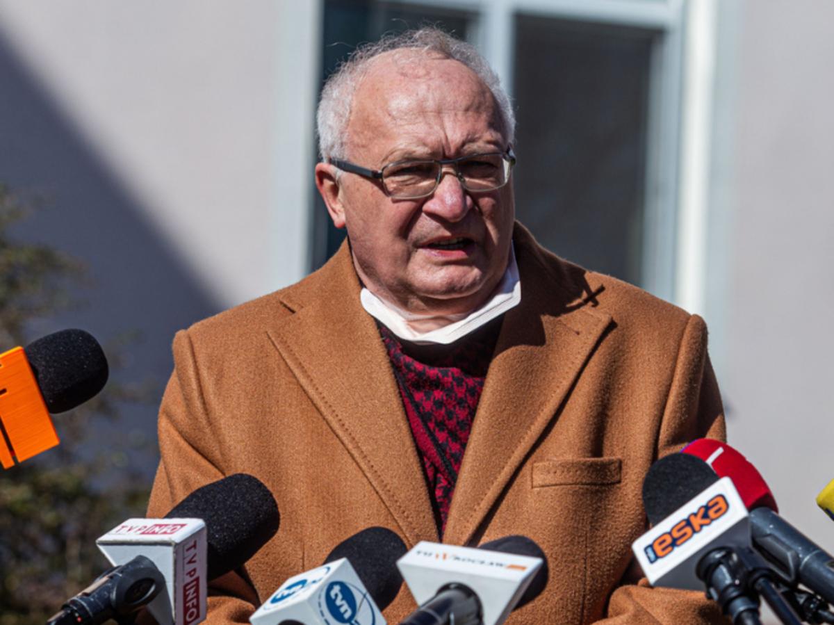 Prof. Krzysztof Simon na konferencji prasowej