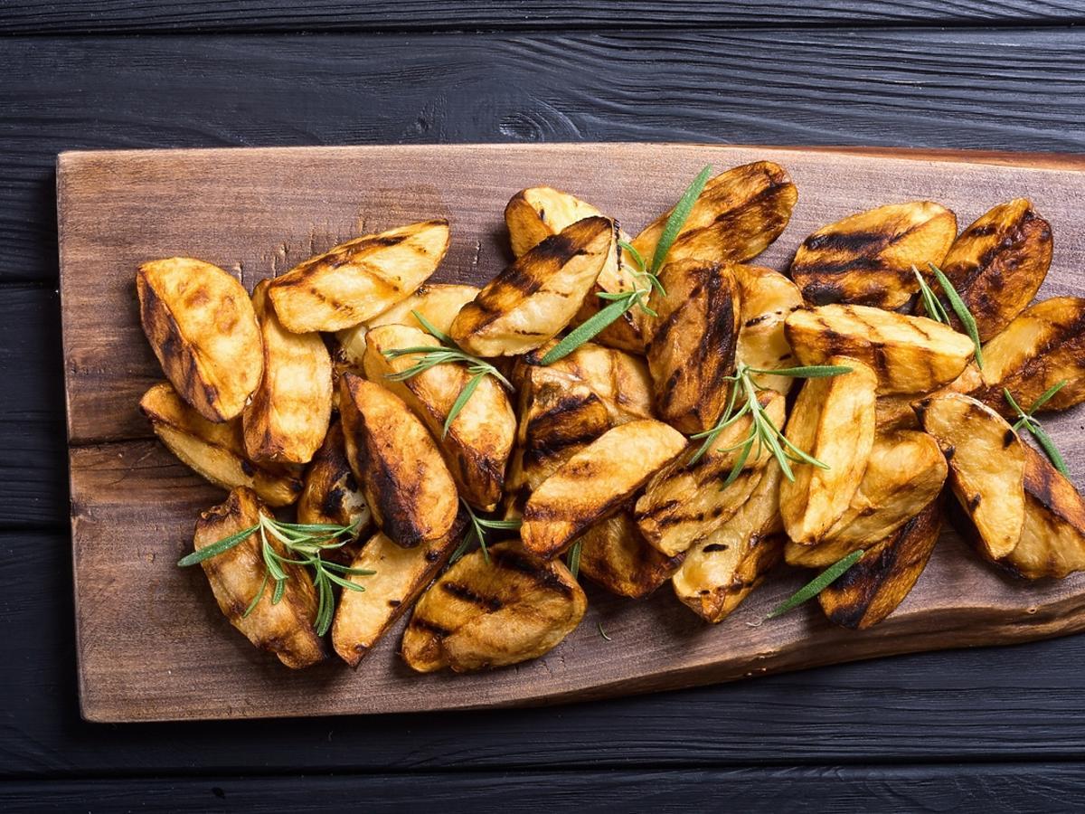 Proste przepisy na ziemniaki z grilla