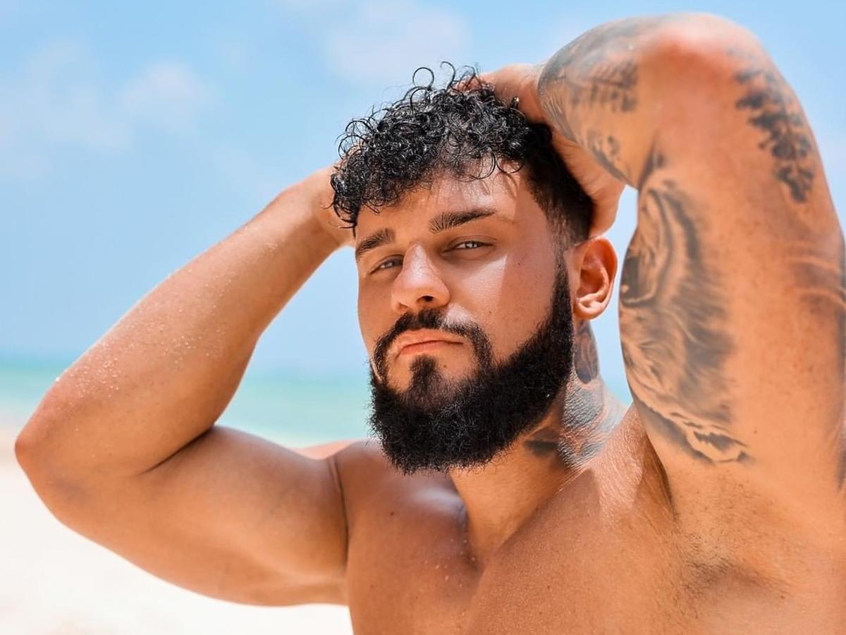 Przemek, nowy uczestnik Hotelu Paradise na rajskiej plaży w Zanzibarze