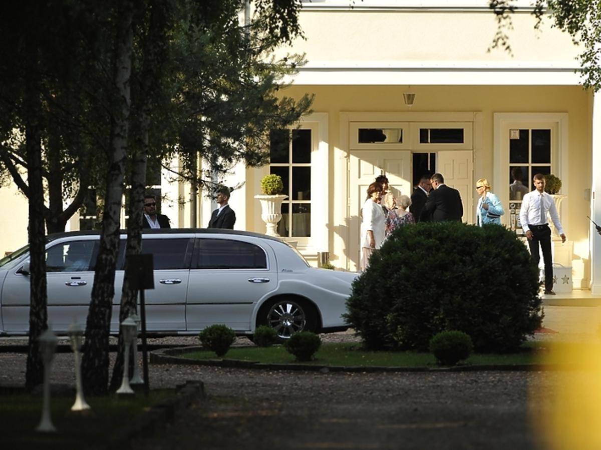 Przyjazd gości na wesele Roberta Lewandowskiego i Anny Stachurskiej