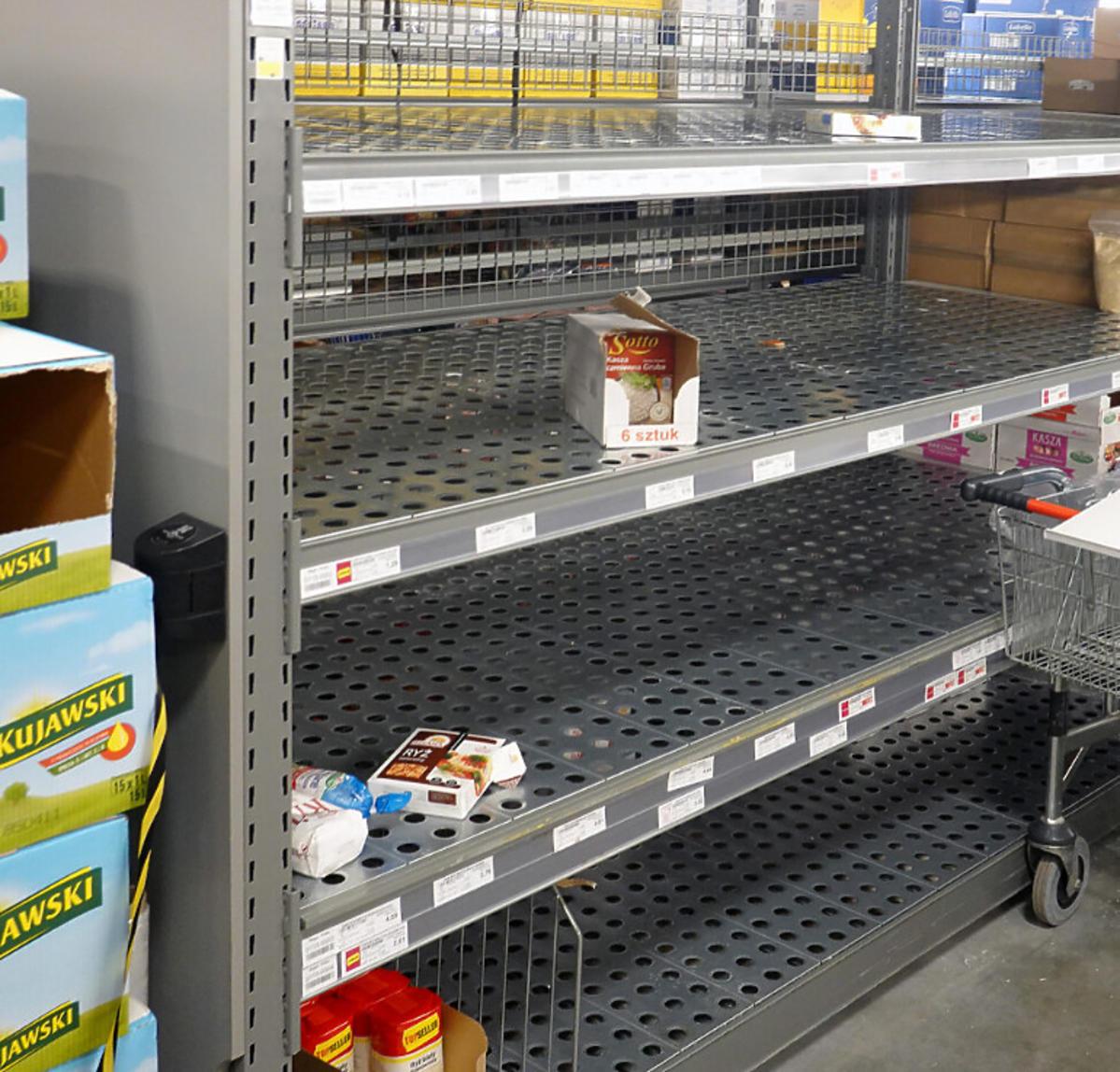 Puste półki w sklepach