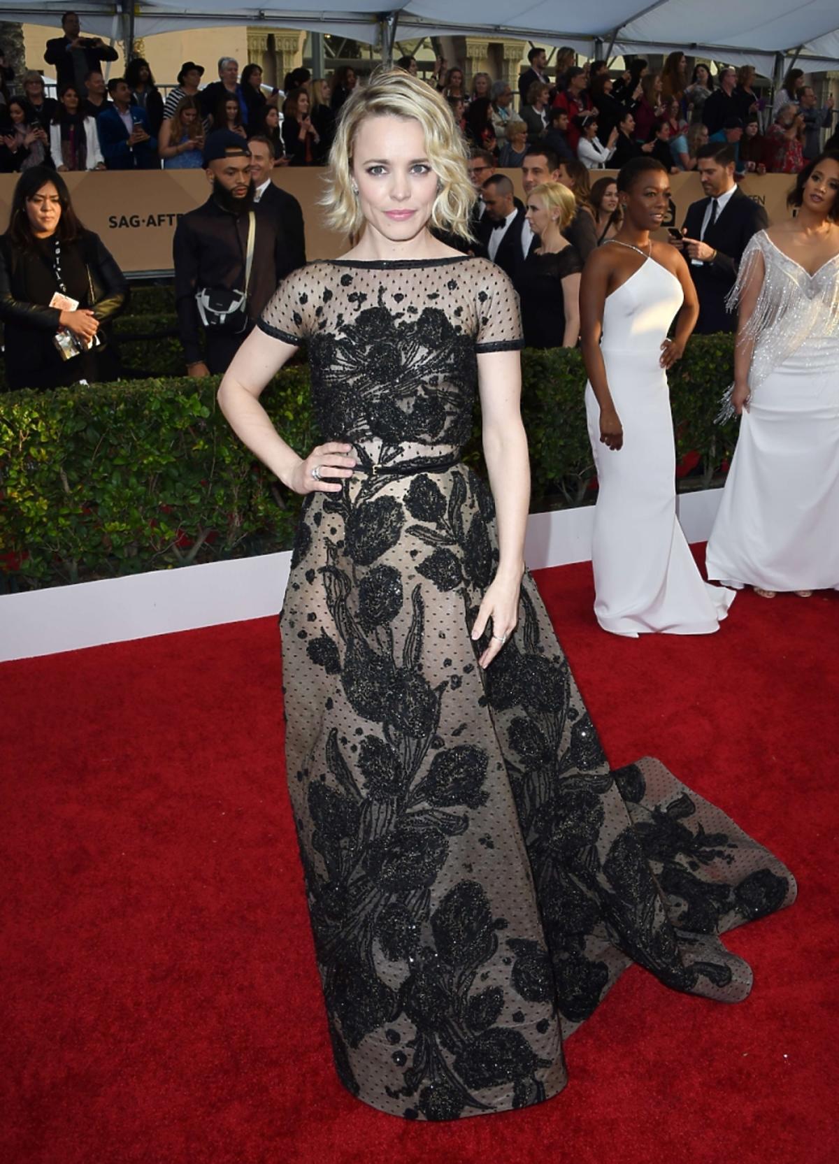 Rachel McAdams w koronkowej długiej sukni