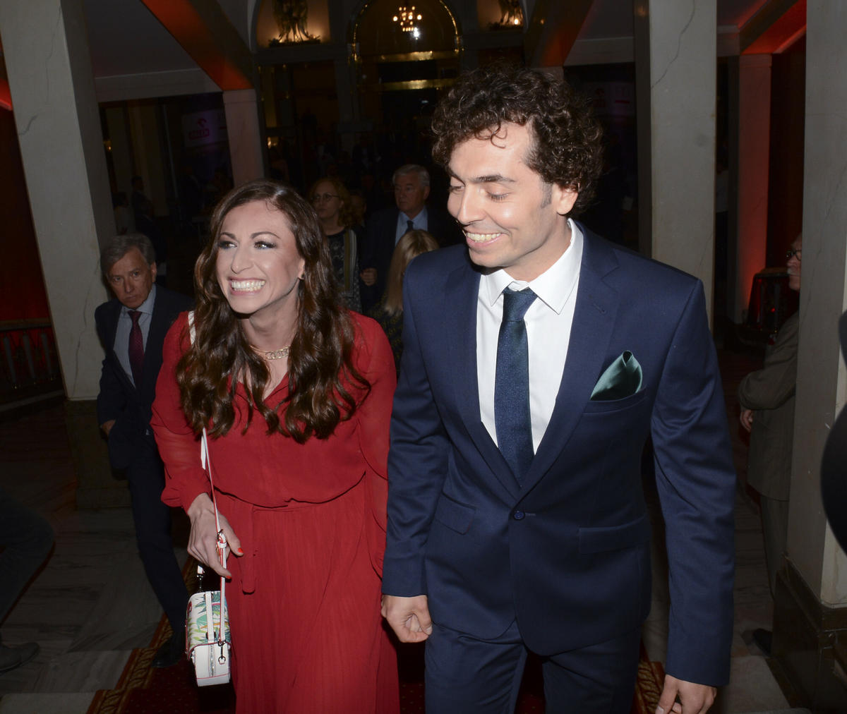 Radosna Justyna Kowalczyk w czerwonej sukience