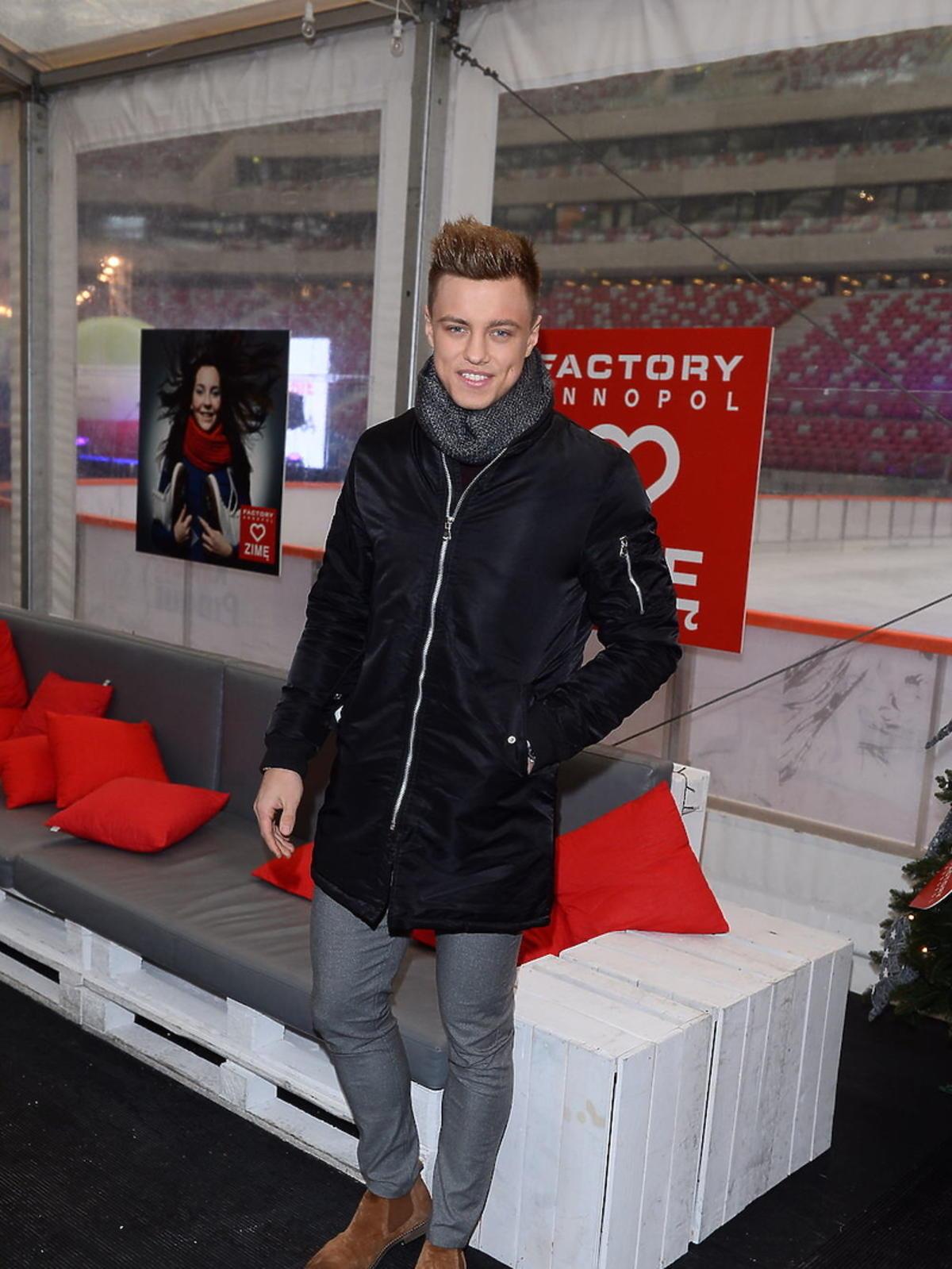 Rafał Jonkisz w brązowych butach