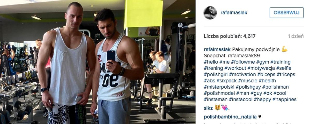 Rafał Maślak ćwiczy na siłowni