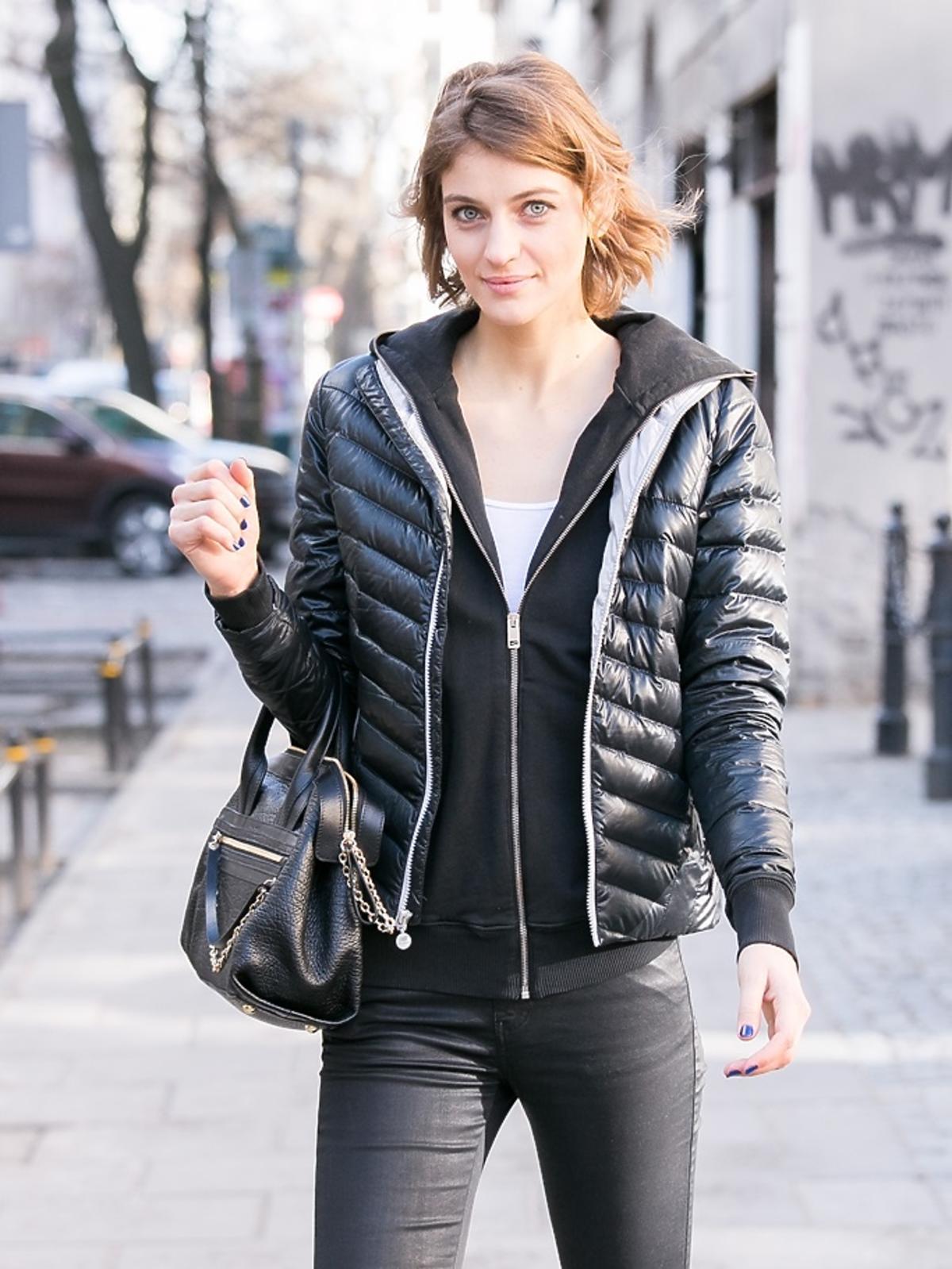 Renata Kaczoruk w puchowej kurtce