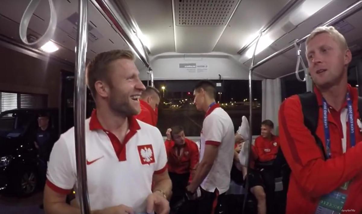 Reprezentacja Polski wraca do hotelu po meczu z Ukrainą