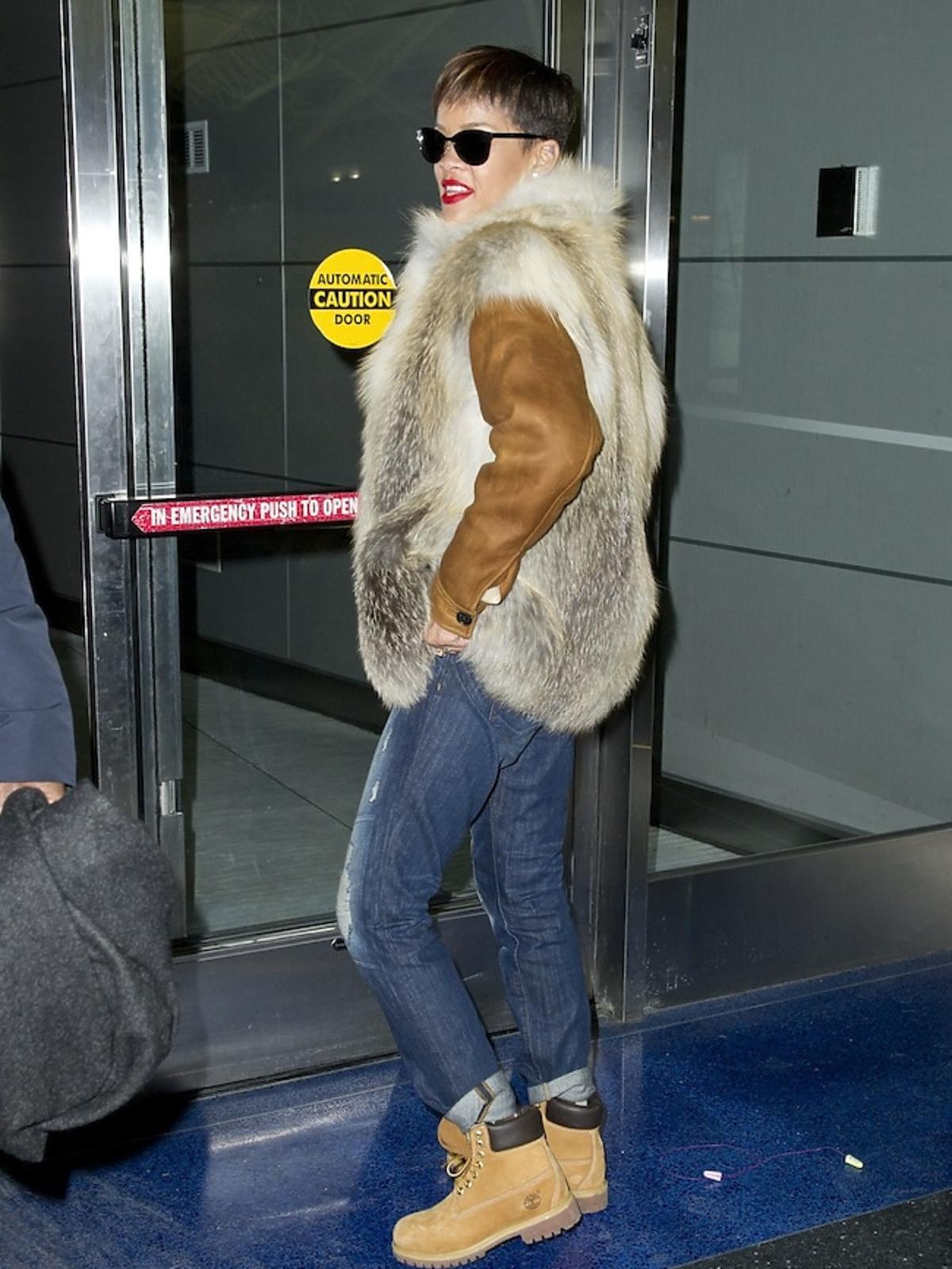 Rihanna w nowej fryzurze. Fryzury Rihanny Paparazzi