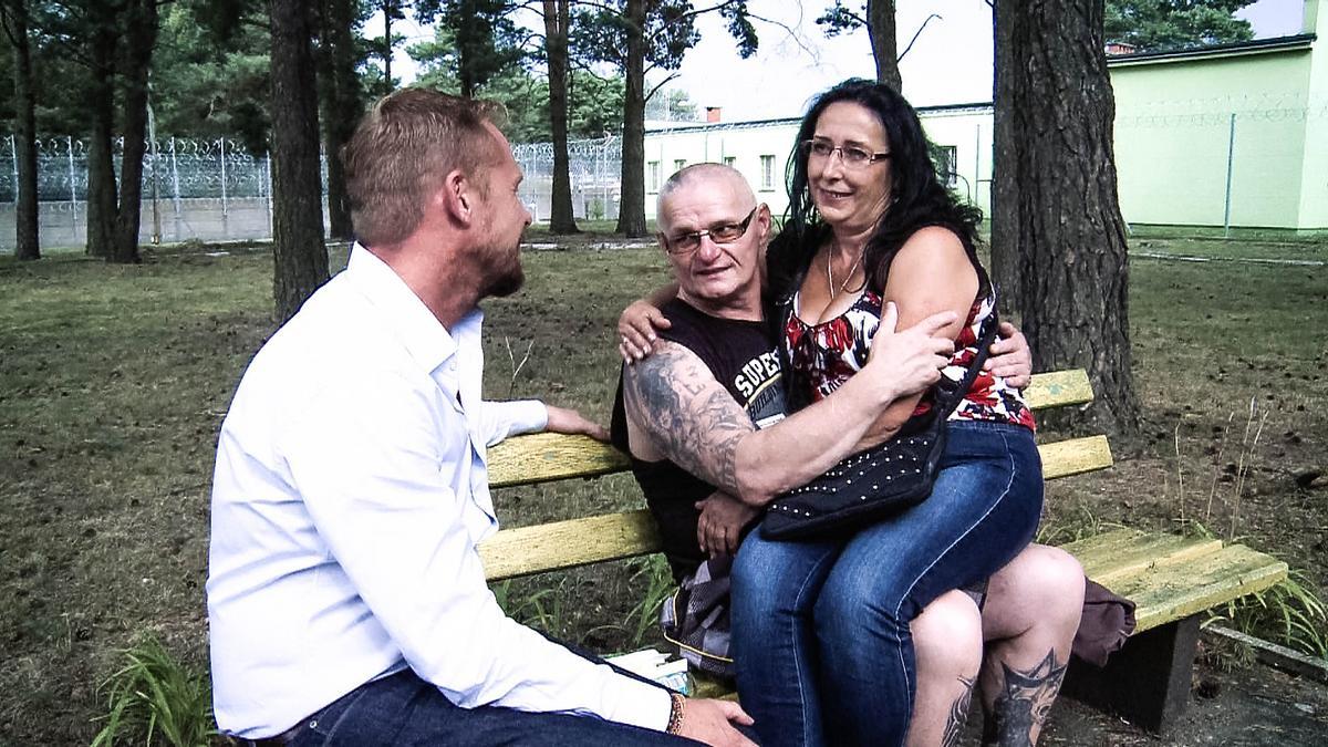 Rinke za kratami to program, w którym Rinke Rooyens robi wywiady z więźniami