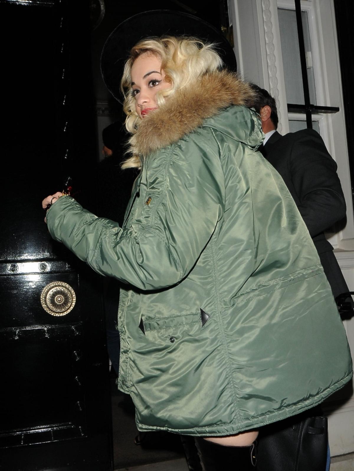 Rita Ora w drodze na prywatny koncert Rihanny
