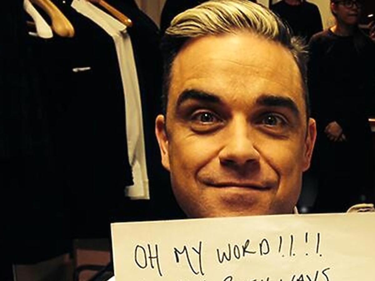 Robbie Willimas nosi bluzę Aloha From Deer. Robbie Williams w bluzie polskiej marki