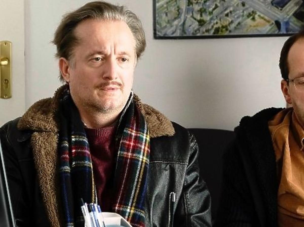 "Robert Górski i Mikołaj Cieślak w serialu ""Piękni i bezrobotni"""