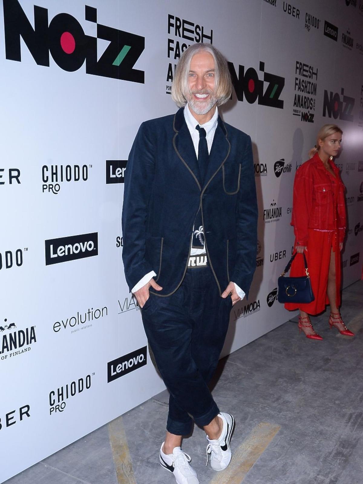 Robert Kupisz w białych butach